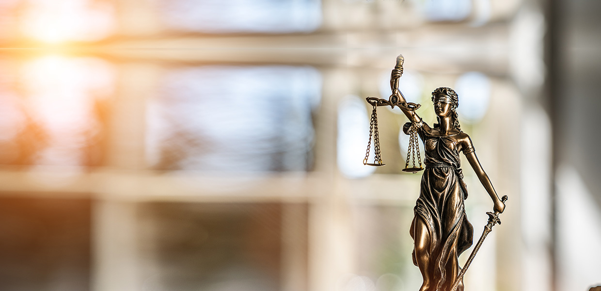 justice statue with scales | Rose Keith Law Corporation